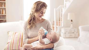 breast-bottle-feeding